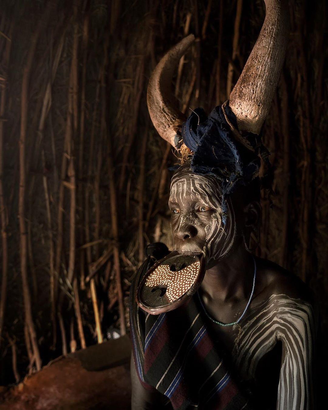 Колоритные снимки представителей племени Сури из Эфиопии