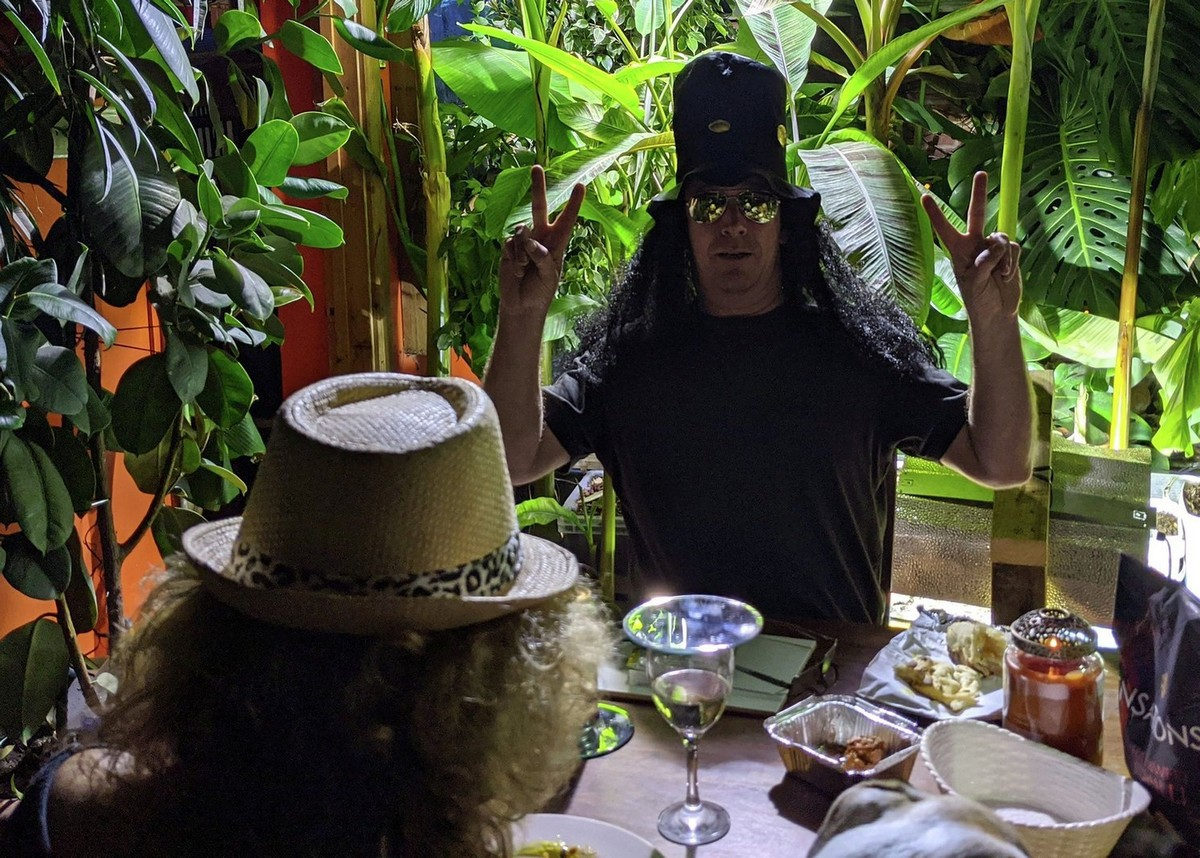 Британец создал джунгли в доме, но теперь не может спать из-за шума