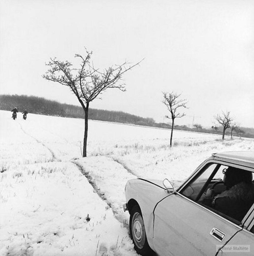 Юмористические чёрно-белые уличные снимки от Рене Мальтета
