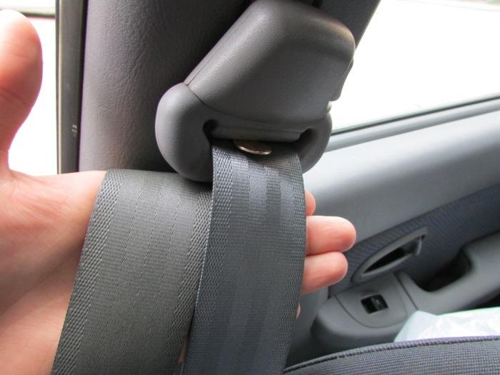 Что сделать, когда перестал втягиваться ремень безопасности