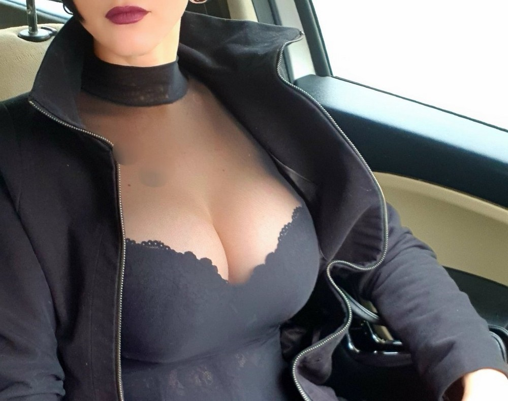 Красивые девушки и селфи в автомобилях