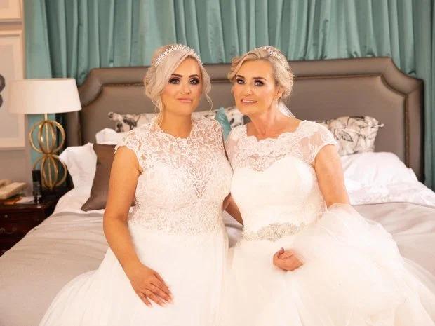 Мать и дочь сыграли свои свадьбы в один день
