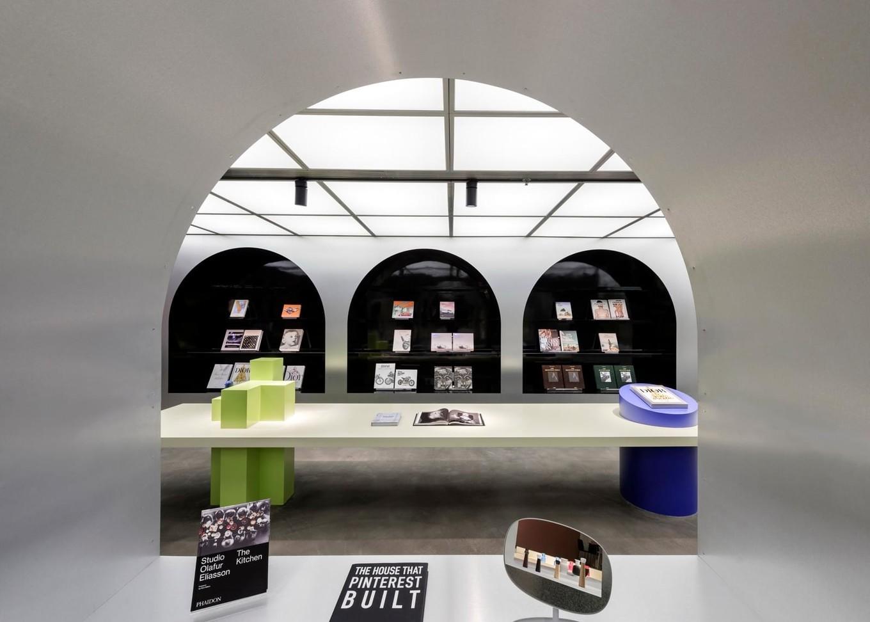Книжный магазин Harbook с кафе и мебельным шоу-румом в Китае