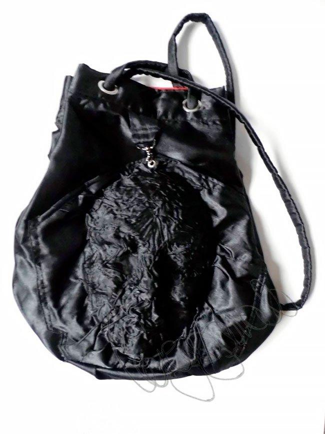 Англичанка шьёт сумки и рюкзаки с рельефами в виде лиц