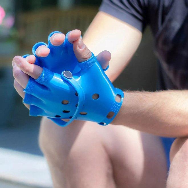 Новые перчатки-кроксы от Мэтта Бенедетто