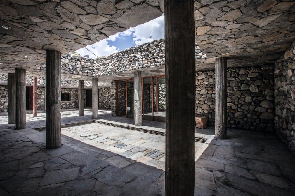 Самые необычные постройки мира из камня