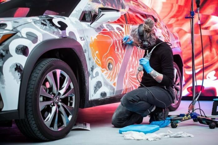 Lexus показал первый автомобиль с татуированным кузовом