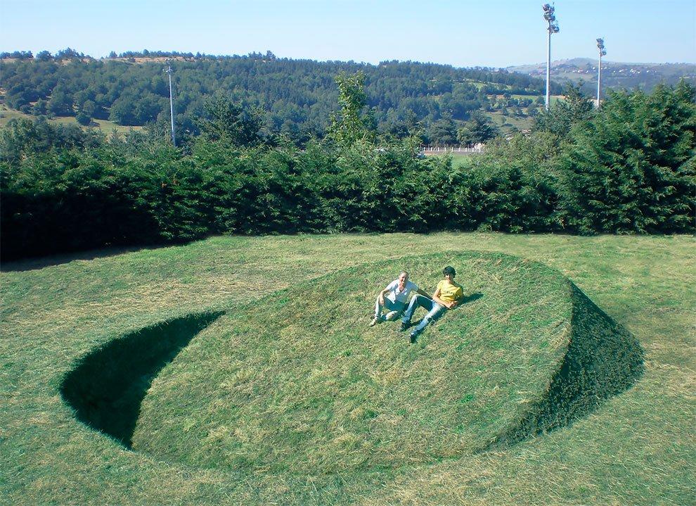 Необычный круглый лэнд-арт во Франции