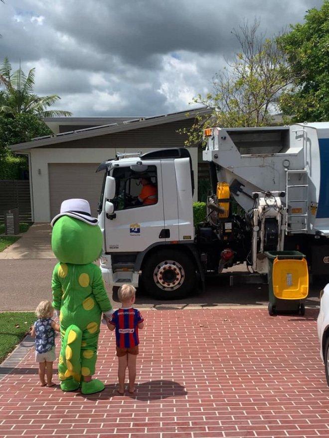 Австралийцы придумали выбрасывать мусор эффектно во время карантина