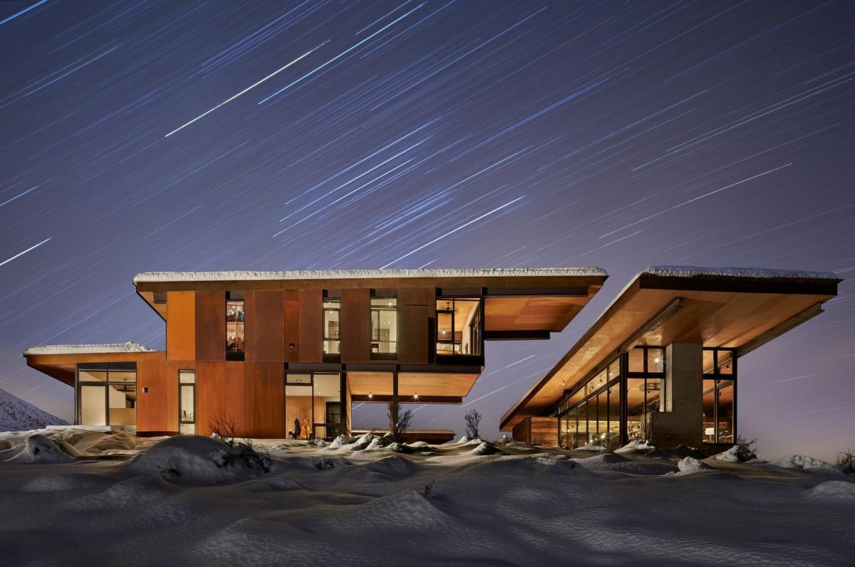 Семейный дом среди горных пейзажей в США