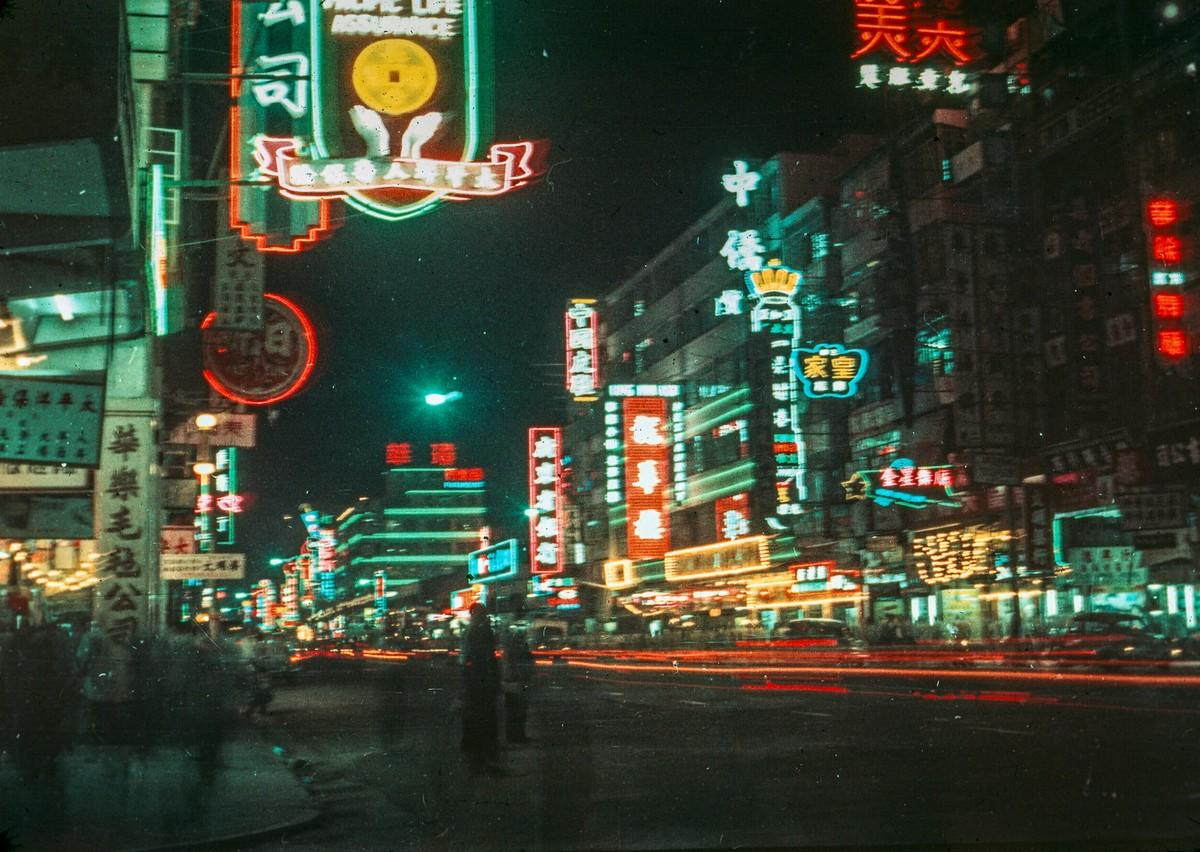 Ночной Гонконг в 1960-е годы на цветных снимках