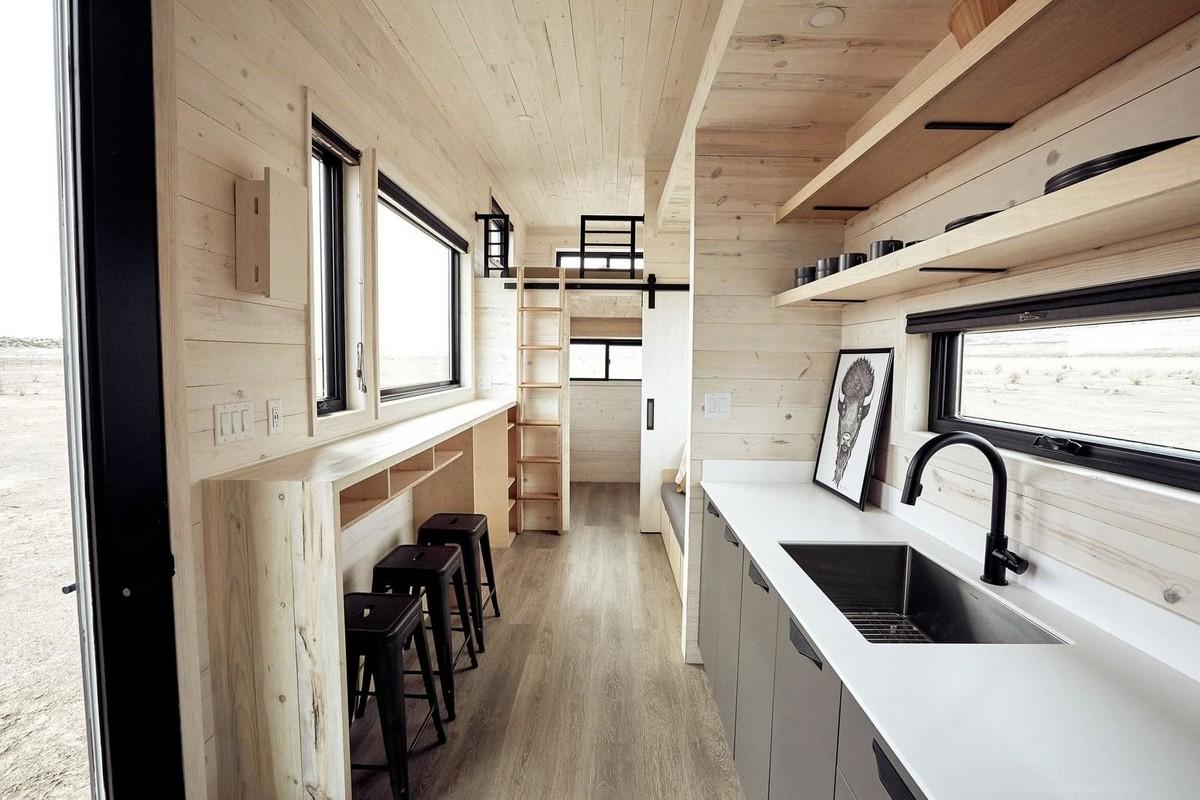 Небольшой, но стильный и уютный дом на колёсах
