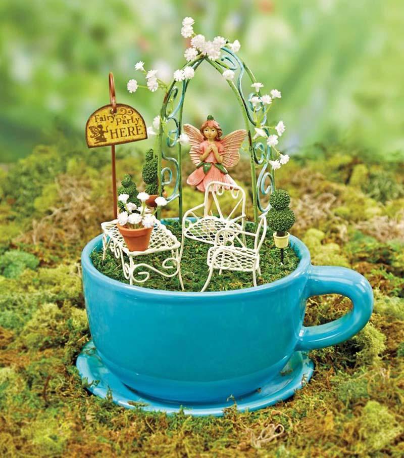 Креативные маленькие садики в чашках и чайниках