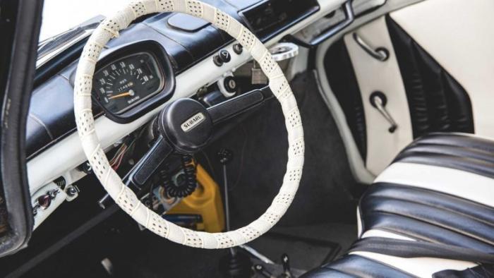 Милый полицейский автомобиль Subaru 360 уйдет с молотка