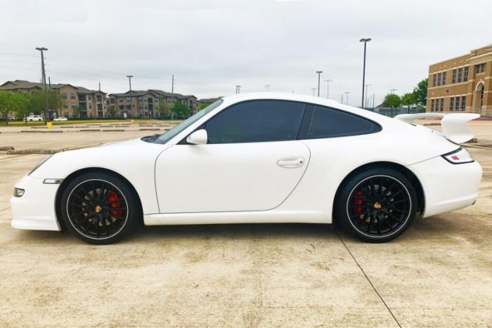Уникальный Porsche 911 Carrera S Centro с центральным расположением сиденья