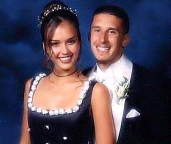 Знаменитости на снимках с их выпускных балов