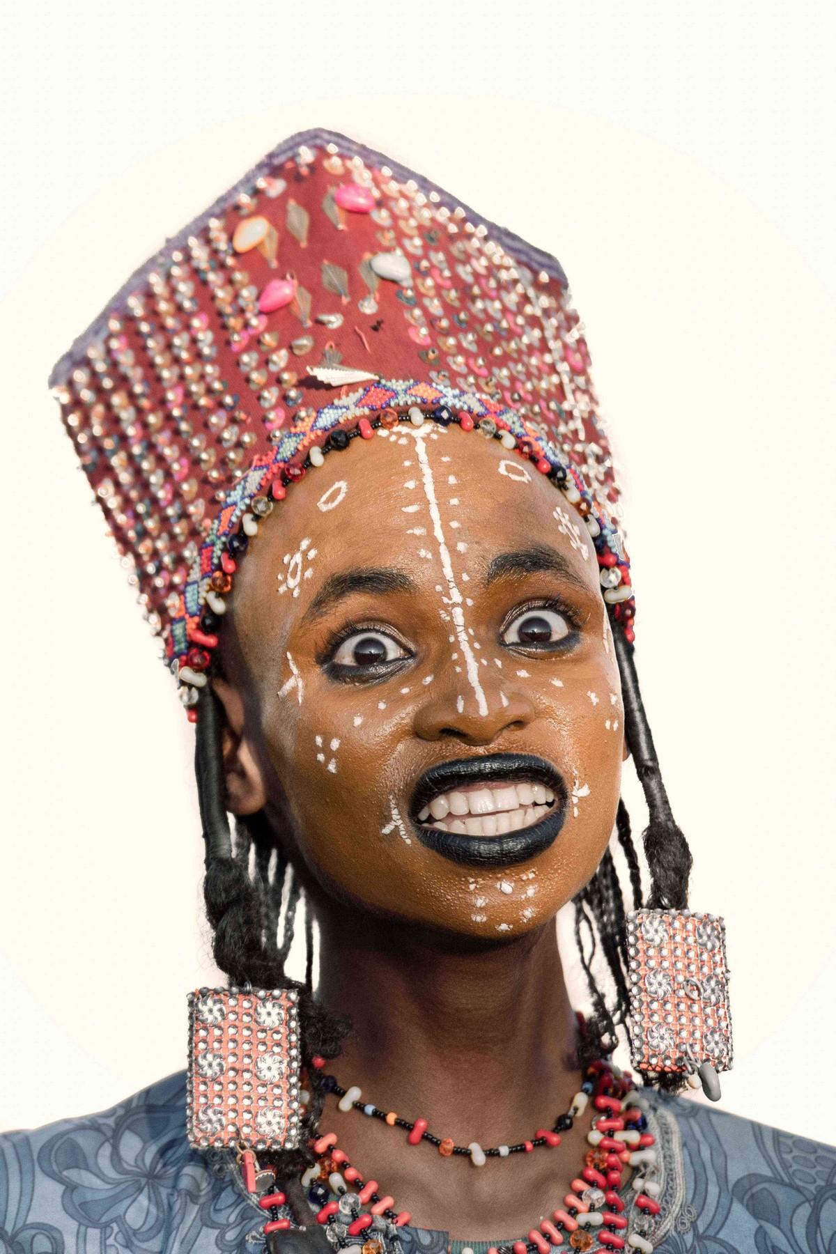 Мужчины племени Водабе делают прическу и макияж, чтобы впечатлить дам