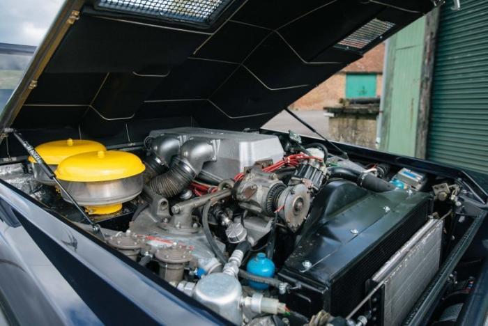 Полностью отреставрированный внедорожник Lamborghini LM002
