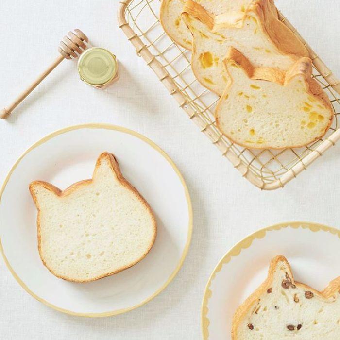 В японской булочной готовят хлеб в форме кошек