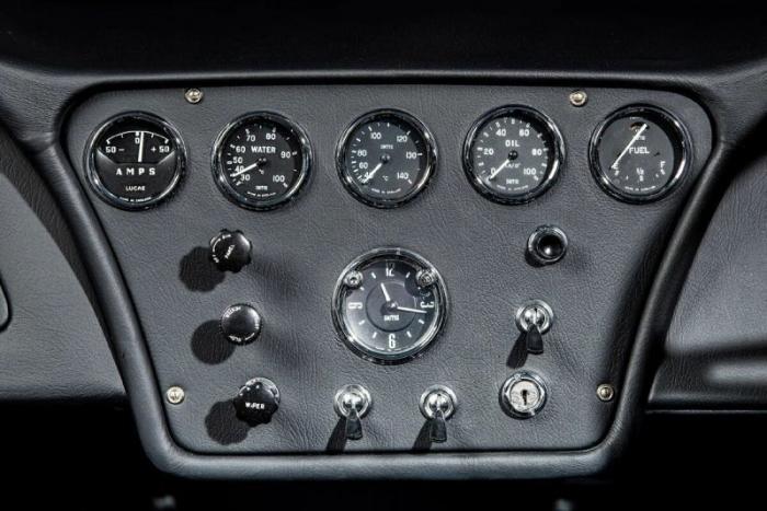 AC MA-200 – прототип родстера, отравленный американской Коброй
