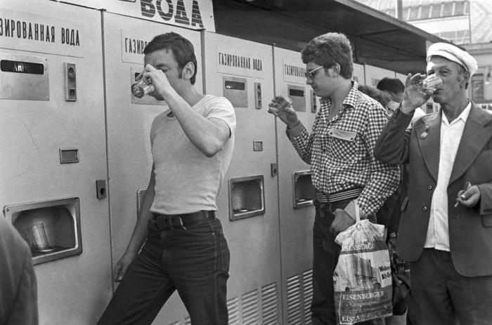 Почему в СССР напитки пили из общего стакана