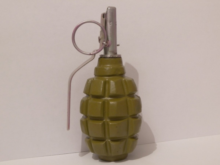 Зачем военные сжигают гранаты Ф-1 в огромных количествах