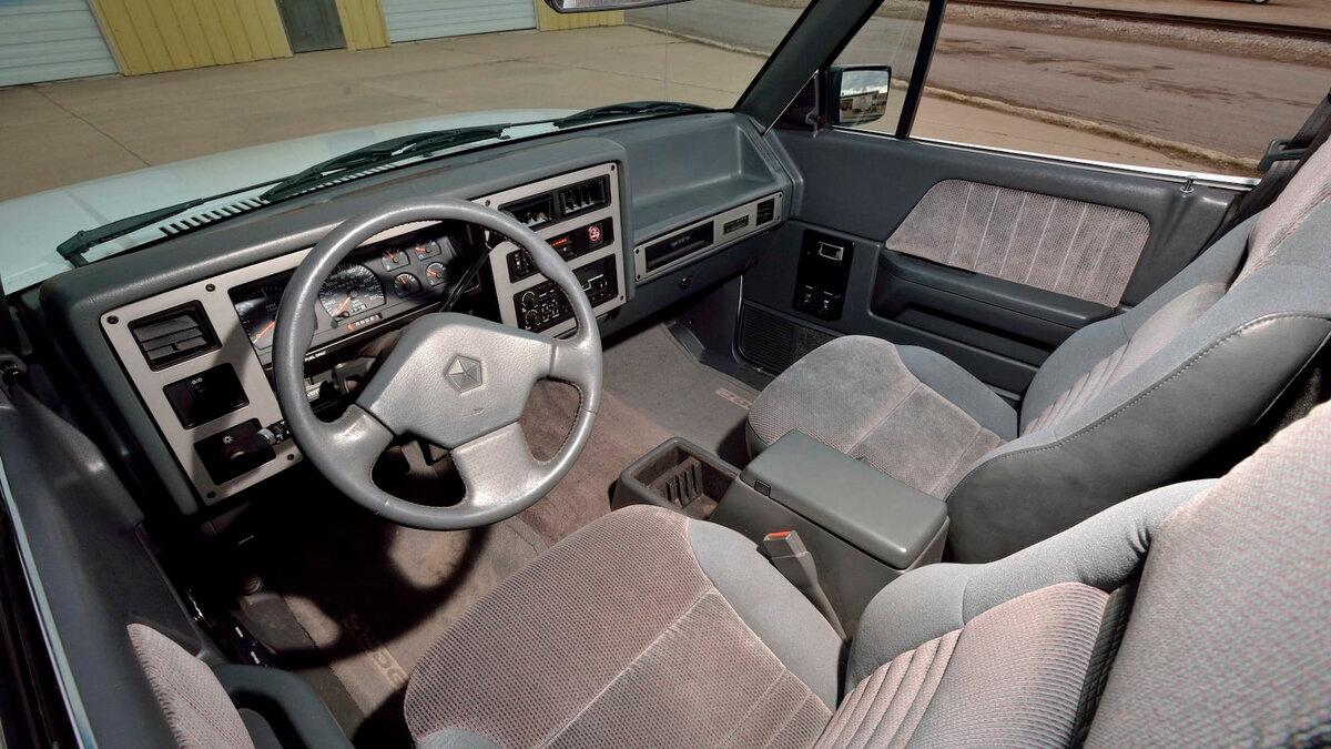 Пикап Dodge Dakota Sport Convertible 1989-1991 с откидной крышей
