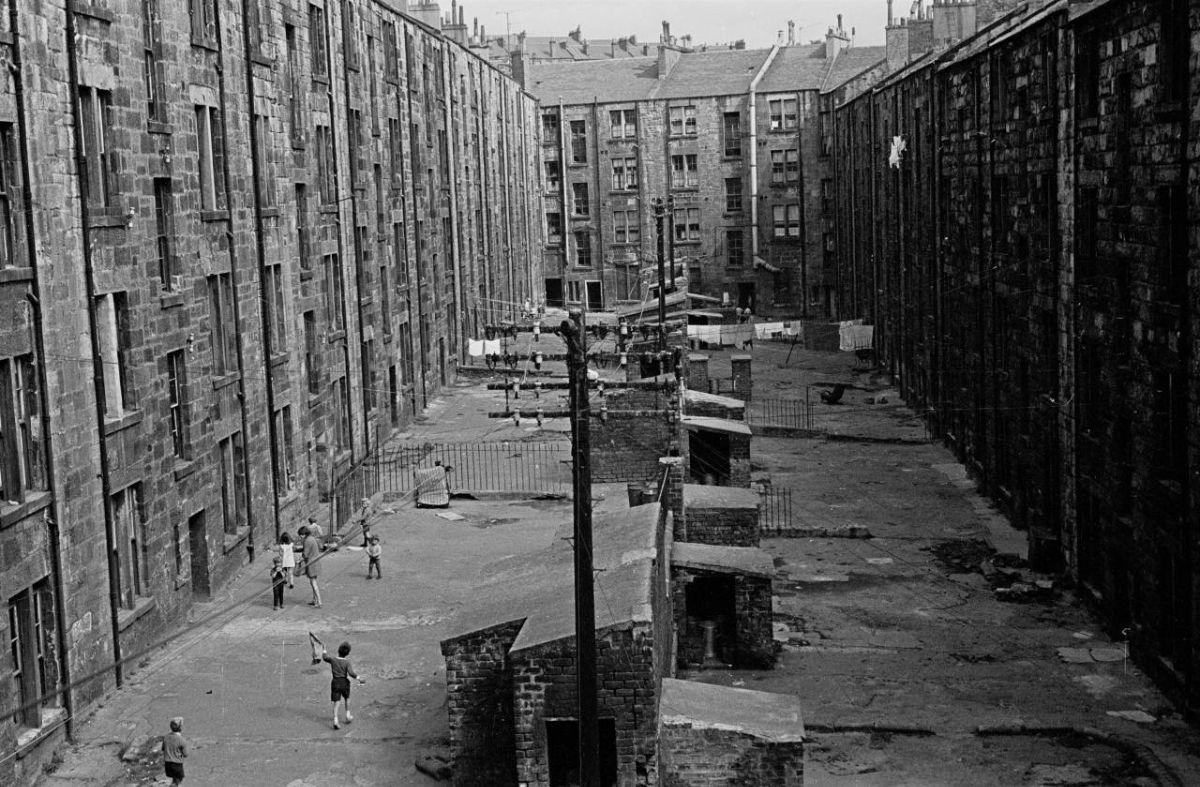 Плохие условия жизни в трущобах Глазго в начале 1970-х годов