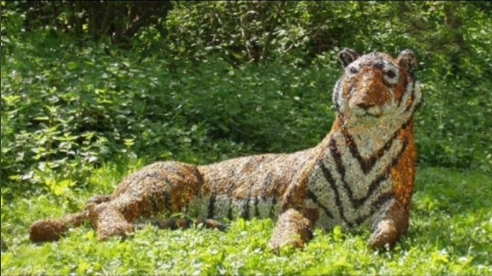 Полицейские ловили тигра, а он оказался 20-летней скульптурой