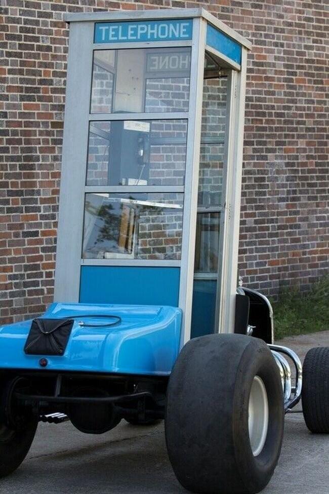 Самая быстрая телефонная будка в мире