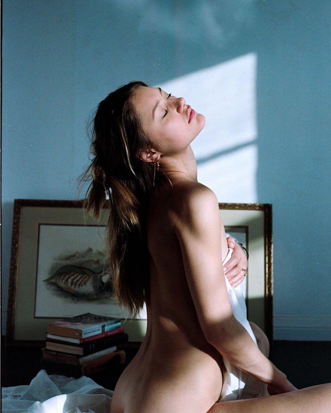 Чувственные фотографии девушек от Клинта Роберта