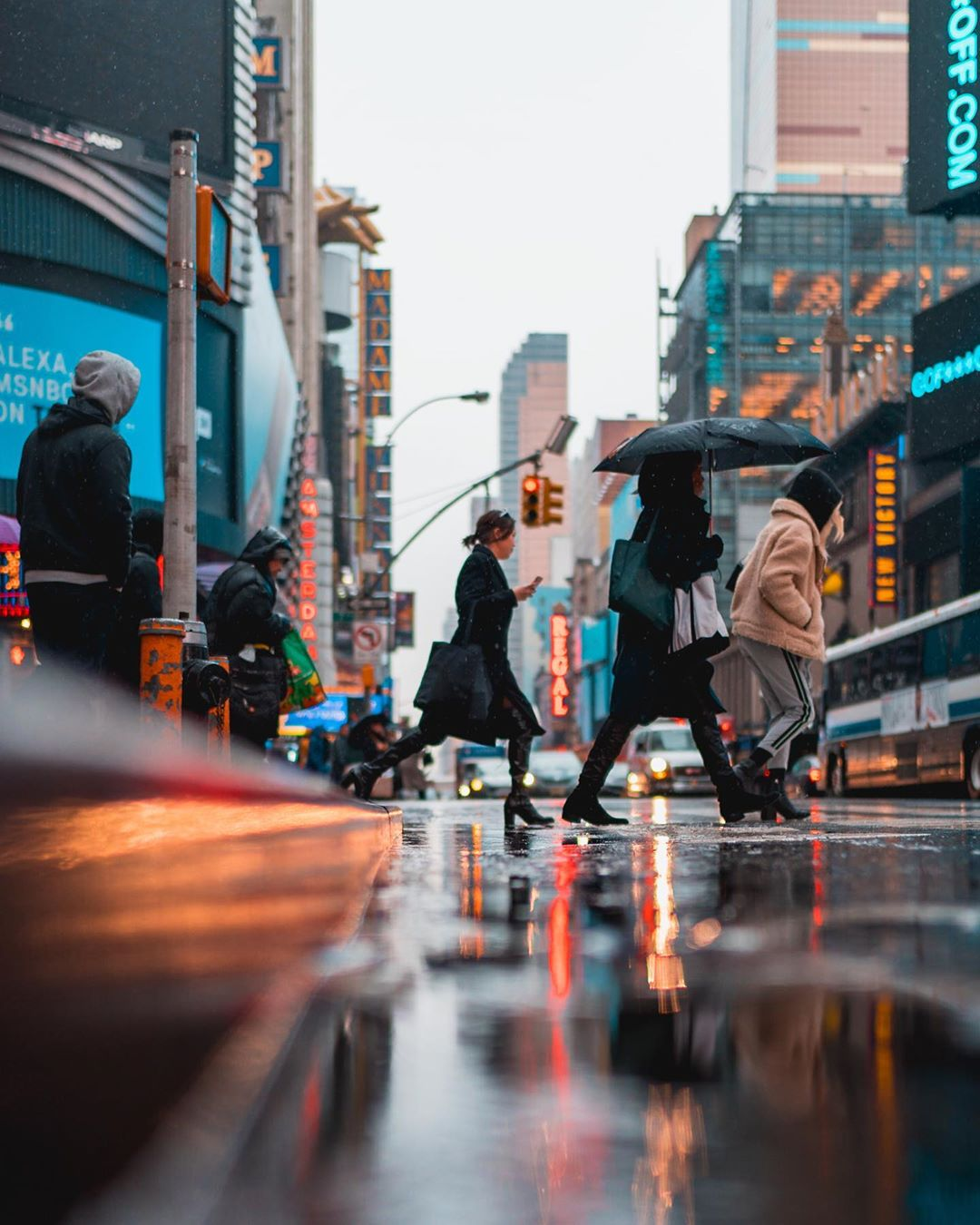 Городские улицы и архитектура на снимках Рамона Брито