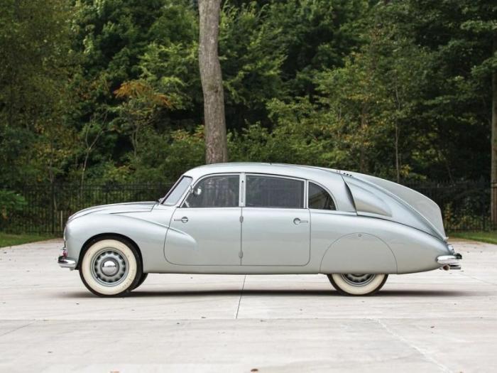 Tatra T87 – автомобиль, который запретили водить нацистам