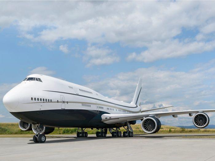 Крупнейший частный самолёт, который похож на летающий особняк