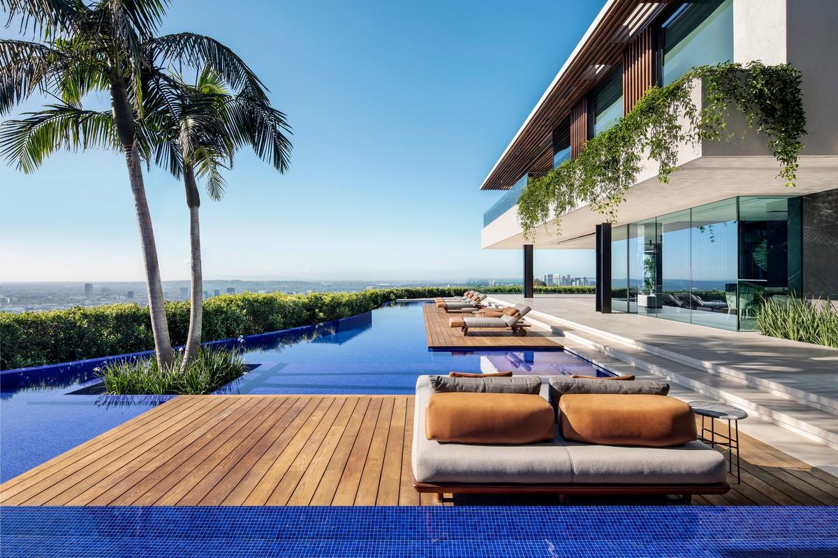 Роскошная резиденция на склоне холма в Лос-Анджелесе