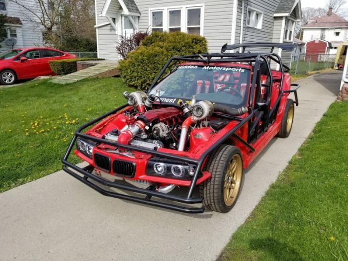 Тройка BMW без кузова с 1000-сильным двигателем Twin-Turbo V8