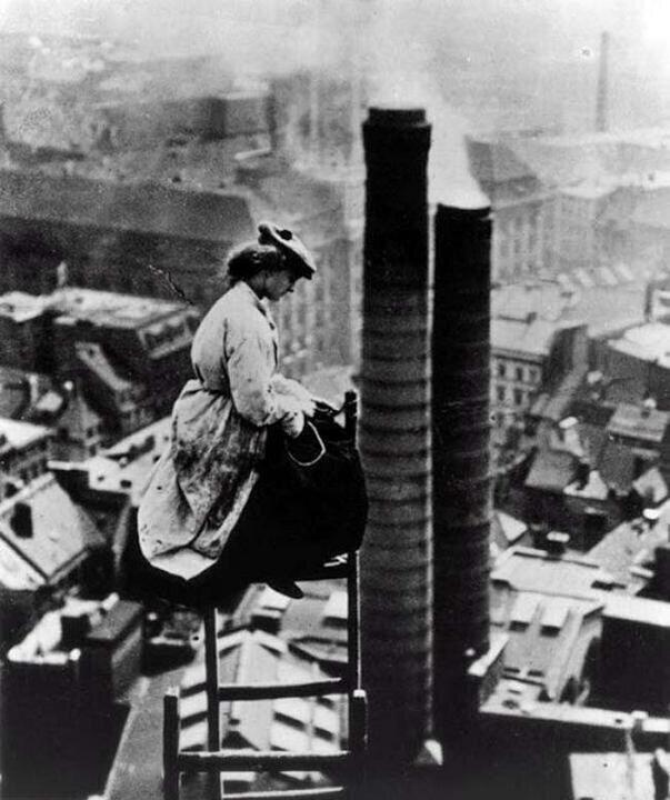 Исторические фото, на которых девушки работают на одном уровне с мужчинами