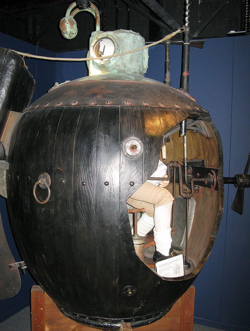 История первой в мире боевой подводной лодки (ФОТО)