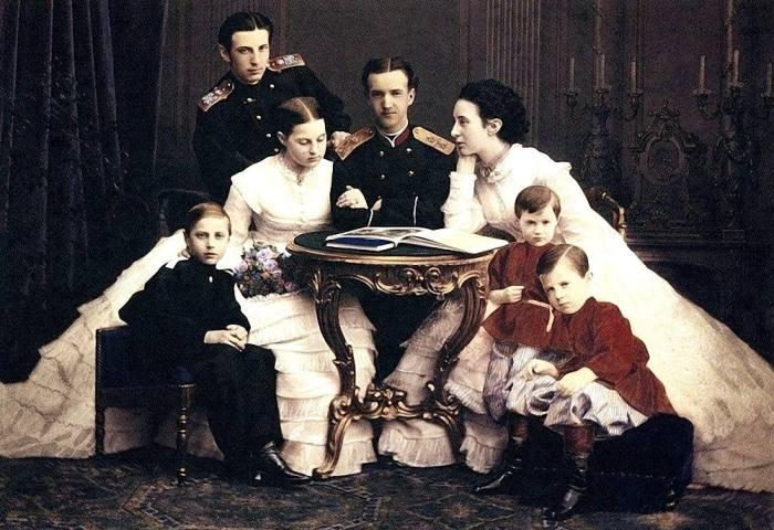 Кто из династии Романовых был объявлен сумасшедшим и за что