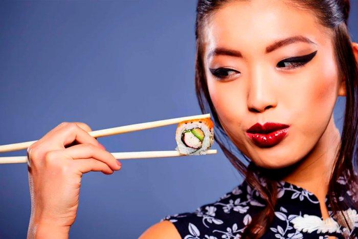 Почему в азиатских странах едят палочками
