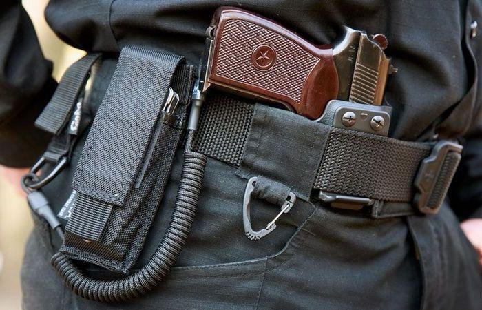 Для чего полицейские привязывают пистолет к кобуре (ФОТО)