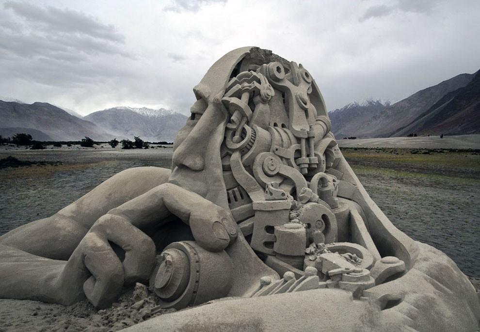Поражающие воображение скульптуры и замки из песка