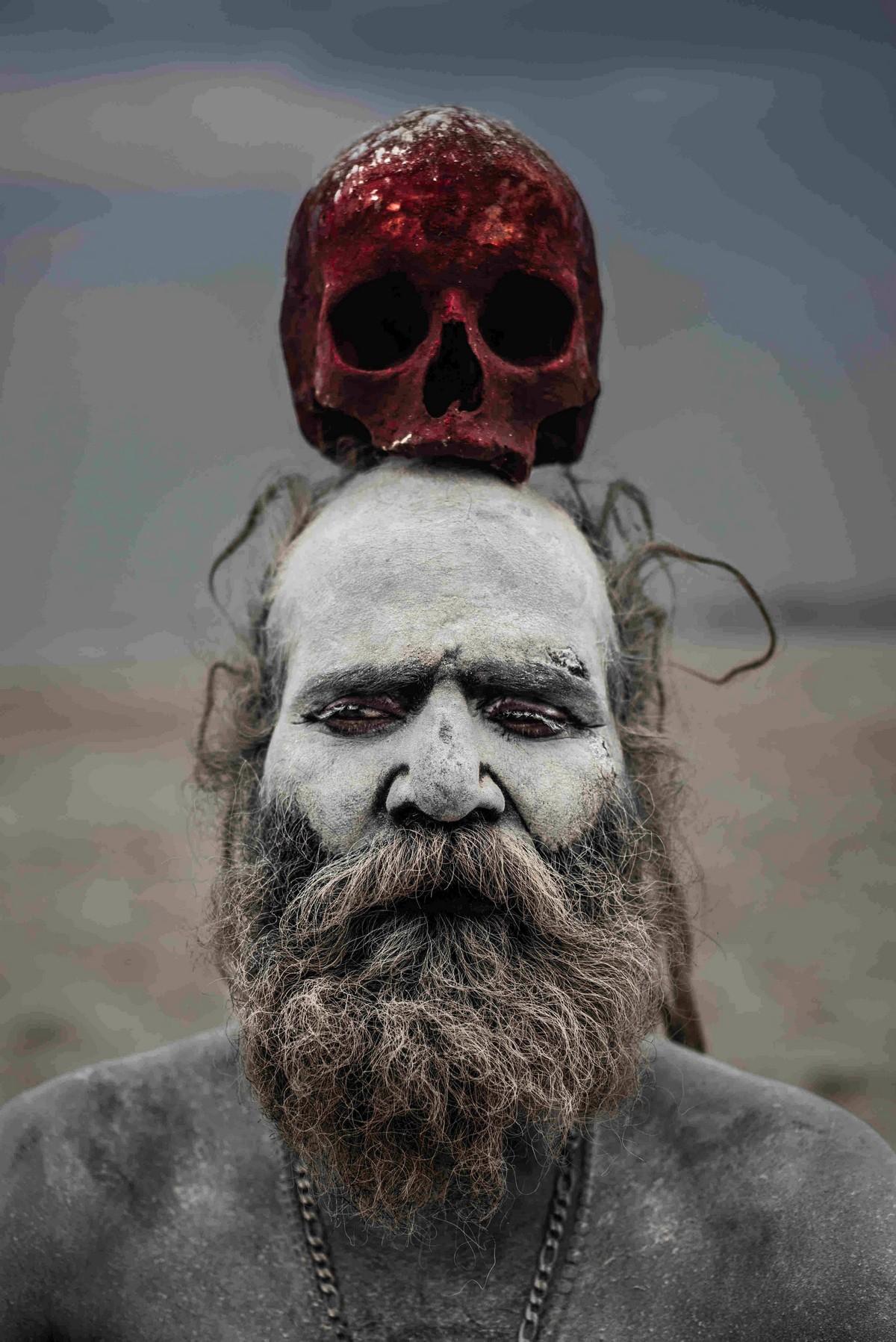 Члены секты Агхори пьют из черепов и едят человеческую плоть