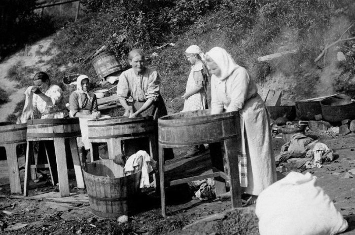 Как раньше хозяйки стирали белье в деревне