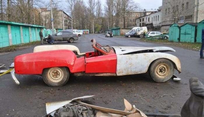 Реставраторы восстановили советский кабриолет Ленинград