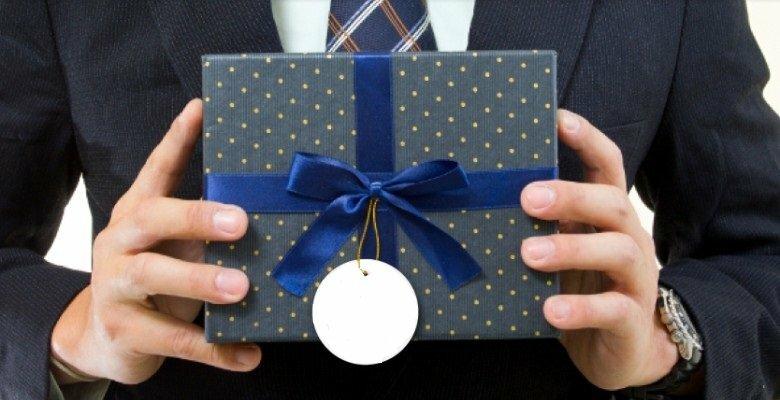 Корпоративные подарки: какие есть за и против