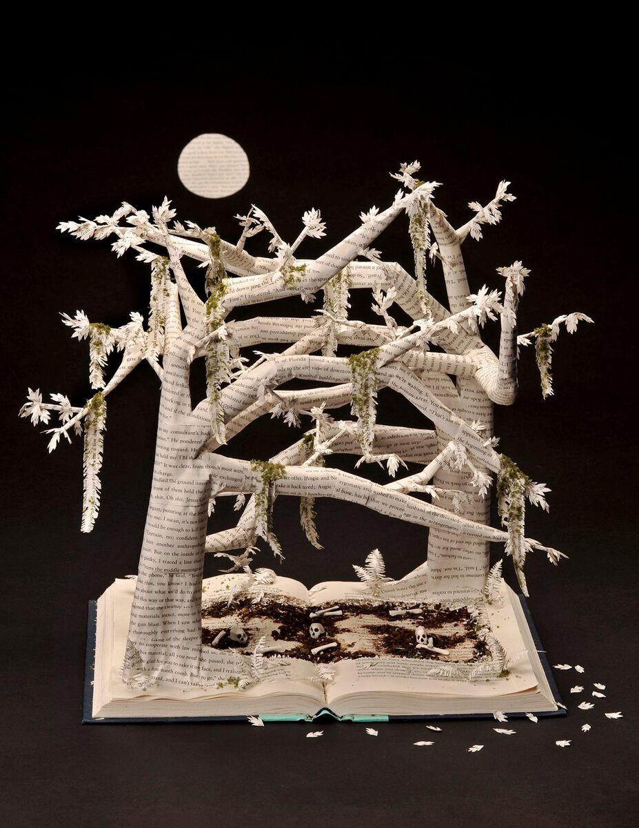 Скульптуры из страниц старых книг и журналов