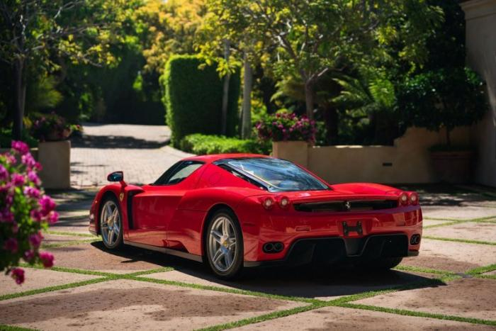 Безупречный суперкар Ferrari Enzo выставлен на аукцион