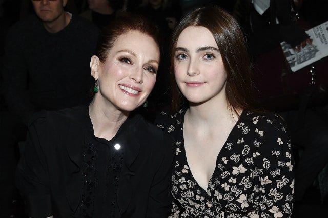 Дочки знаменитых родителей, которые очень похожи на них
