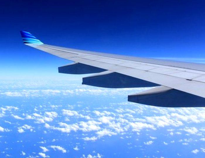 На самом ли деле скотчем ремонтируют самолеты